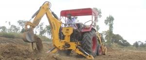 Pelle rétro pour tracteur