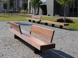 Banc public en bois