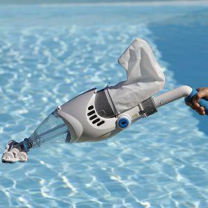 Aspirateur électrique piscine