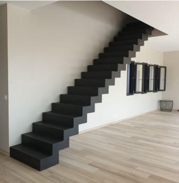 Escalier droit en béton ciré