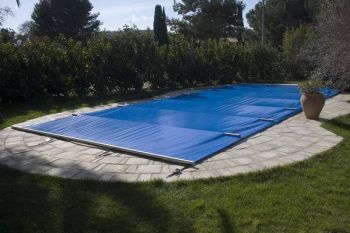 Bâche piscine jardin