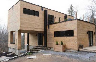 Maison container panneaux bois revêtement
