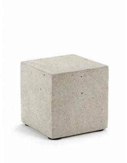 Borne carré en béton