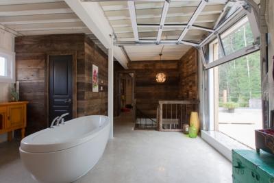 Salle de bain maison container baignoire