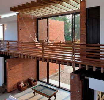 Passerelle blacon intérieur en bois