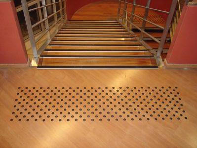 Clous podotactiles escalier BEV