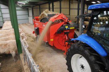 Pailleuse distributrice tracteur