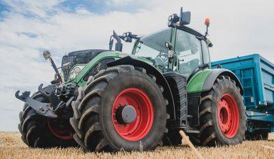 Tracteur agricole sur site agricole