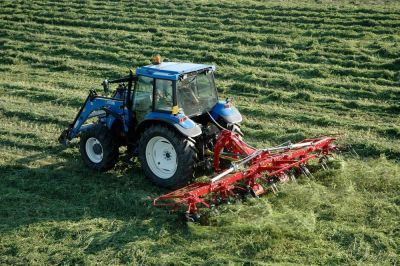 Faneuse agricole 1