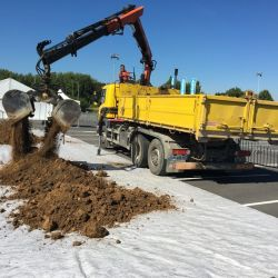 Camion grue charge moyenne
