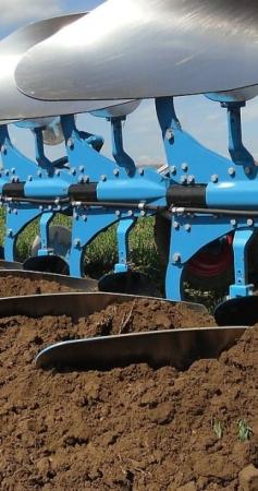 Tout savoir sur les charrues agricoles pour tracteur