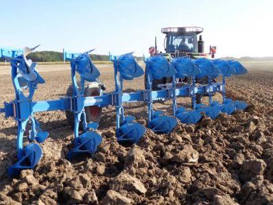 charrues agricoles pour tracteur
