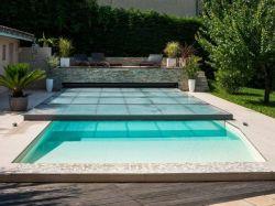 Abris piscine bas métallique