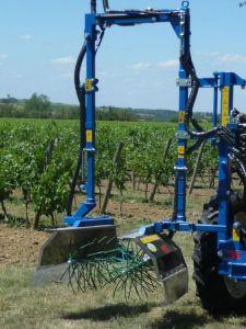 Épampreuse mécanique bleue vignoble
