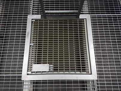 Trappe de plancher en matériau composite