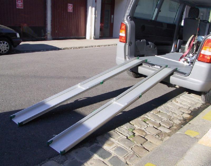 Rampes d 39 acces pour fauteuils roulants tous les for Rampe dacces voiture