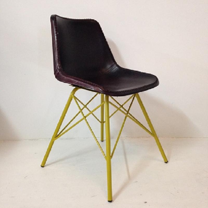 Chaise Industrielle En Cuir Avec Structure Metal Jaune Style Eames