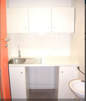 amenagement mobilier petite enfance espace soin d 39 hygiene. Black Bedroom Furniture Sets. Home Design Ideas
