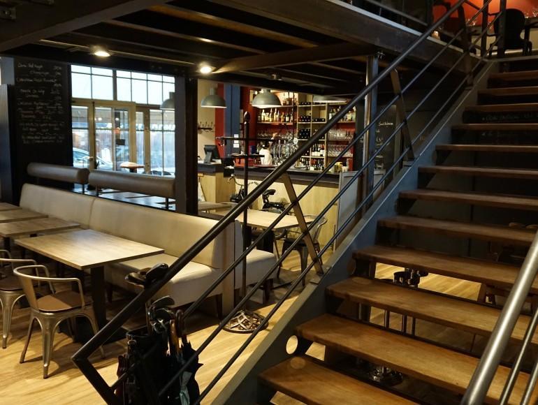 escaliers droits limons exterieurs u loft industriel. Black Bedroom Furniture Sets. Home Design Ideas