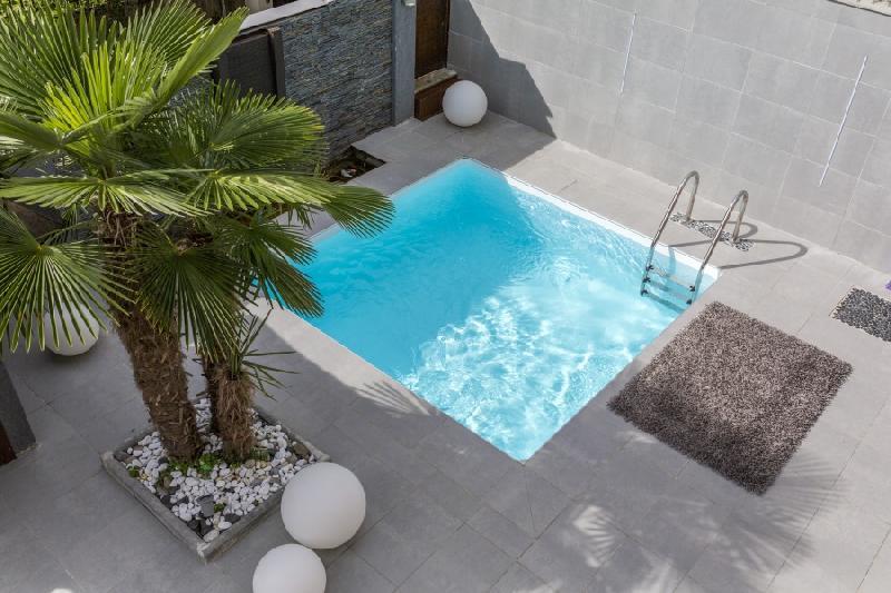 Piscine en kit tous les fournisseurs piscine hors sol for Piscine acier carre