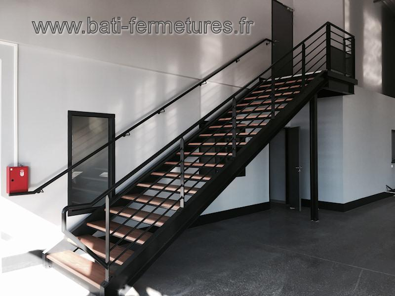escaliers droits tous les fournisseurs escalier. Black Bedroom Furniture Sets. Home Design Ideas