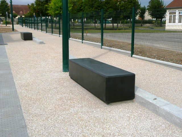 banc public en beton moderne lebeau moulages beton monobloc noir. Black Bedroom Furniture Sets. Home Design Ideas