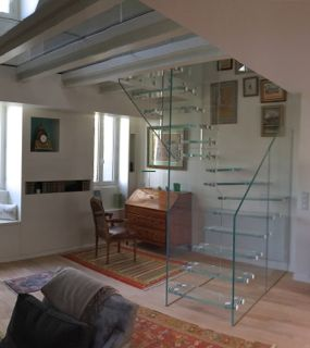 escaliers tournants. Black Bedroom Furniture Sets. Home Design Ideas