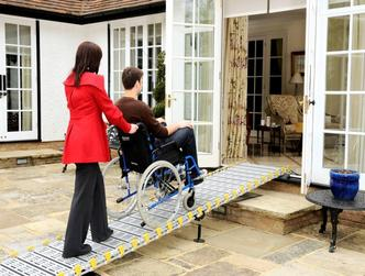 Rampe pliable pour handicape for Rampe d acces handicape