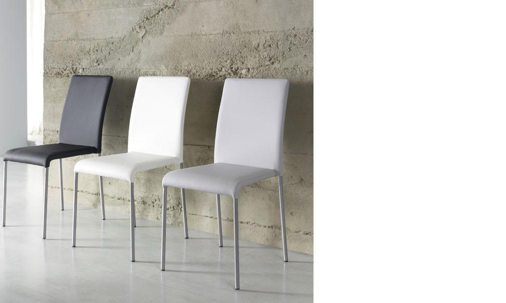 Chaise salle a manger grise design en pu et pieds chromes uhura 3 coloris au choix lot de 4 for Salle a manger grise