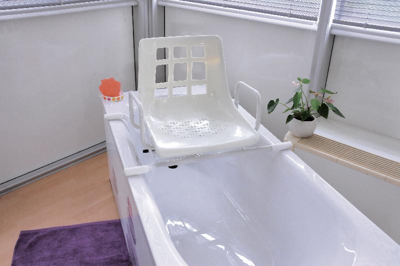 accessoires de baignoires comparez les prix pour. Black Bedroom Furniture Sets. Home Design Ideas