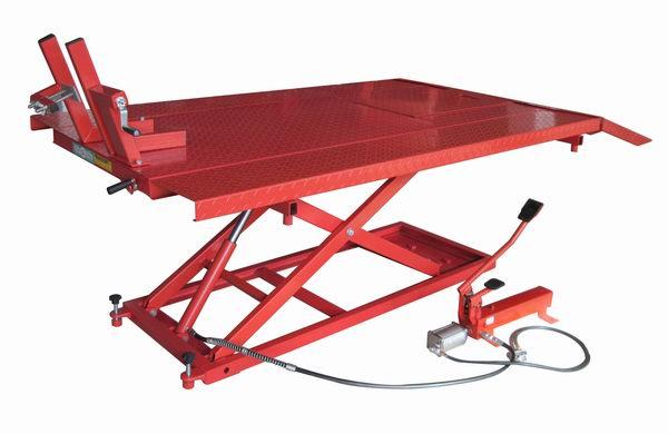 Pont elevateur manuelle et pneumatique pour motos quad - Table leve moto hydraulique ...