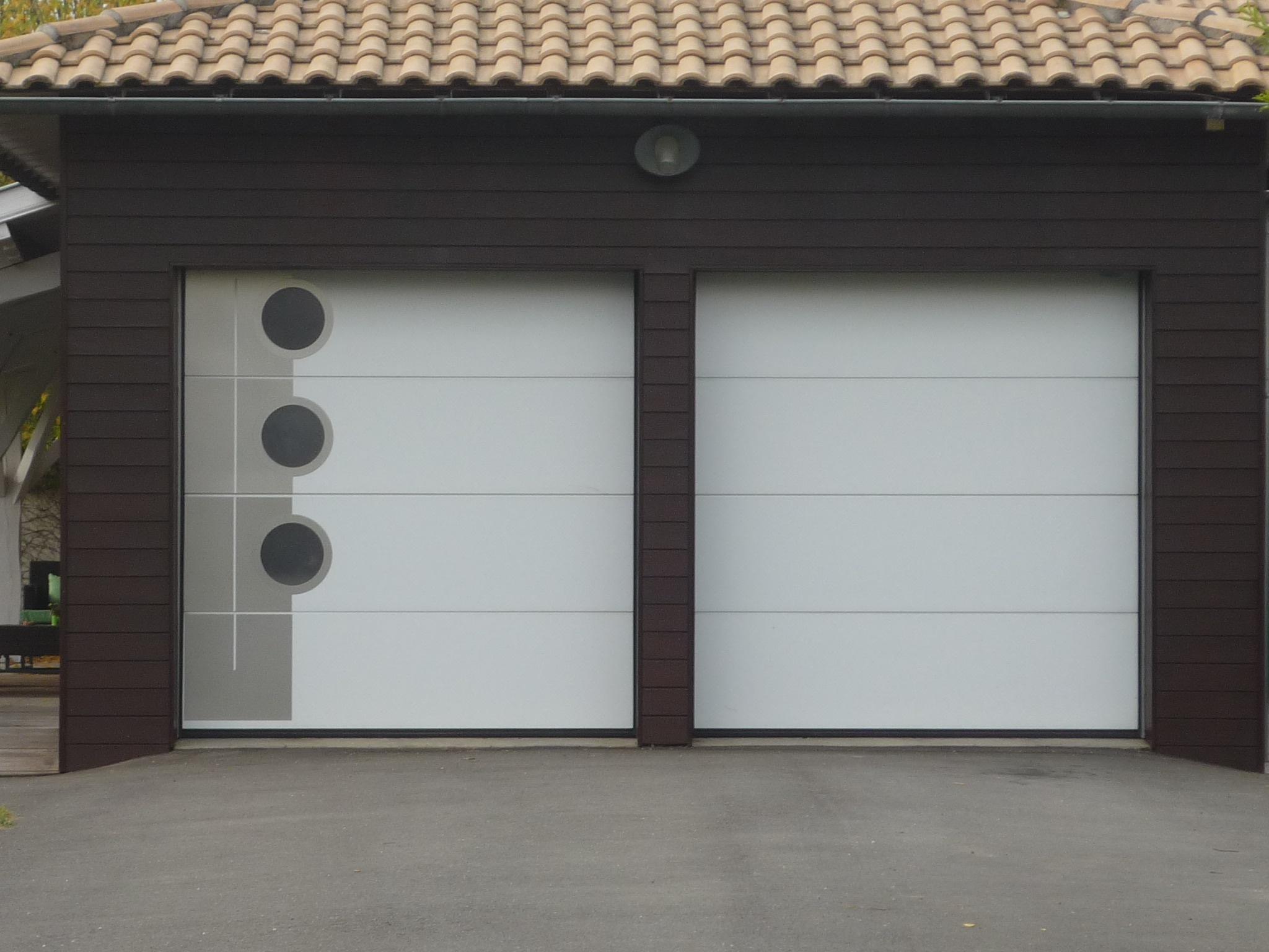 Portes de garage les fournisseurs grossistes et for Aamis porte de garage