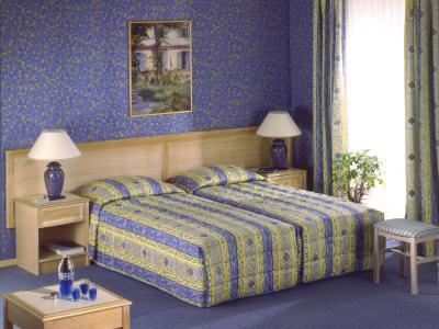 lit et mobilier de la chambre modle amboise - Modele De Chambre