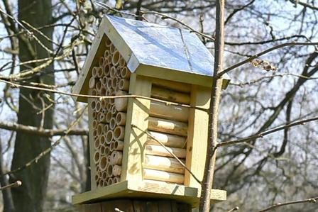 nichoirs a abeilles tous les fournisseurs nichoir abeille solitaire nichoir abeille. Black Bedroom Furniture Sets. Home Design Ideas