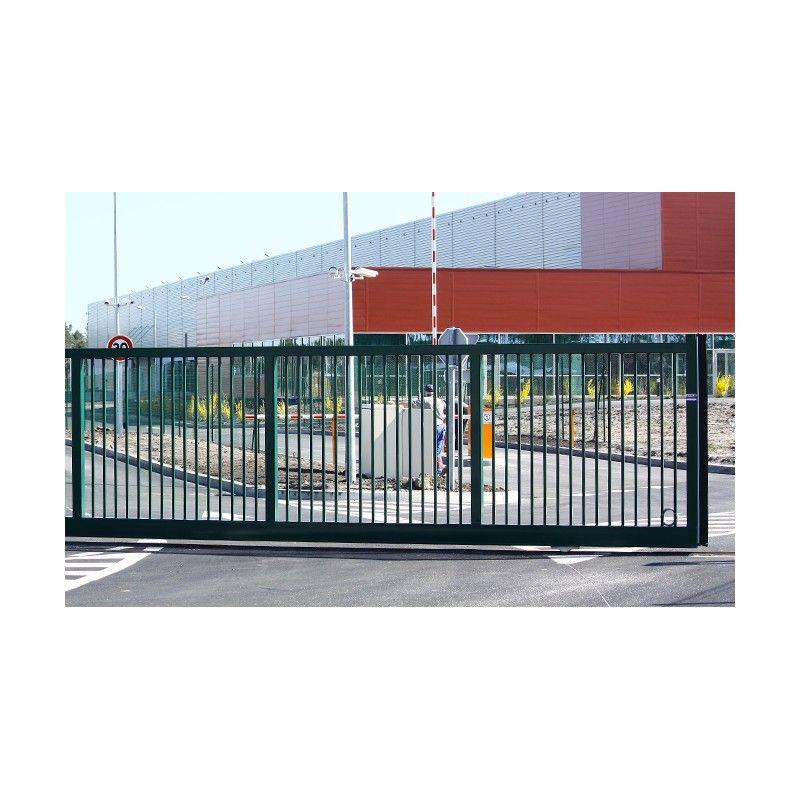 Portail coulissant a rail simple vantail droit ajoure en acier motorise for Portail coulissant motorise