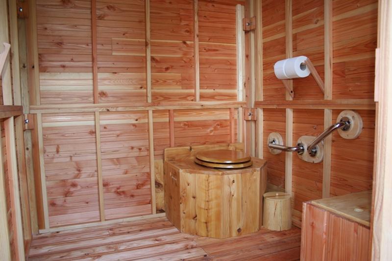 Toilette mobile autonome / accessible pmr / 160 x 160 x 210 cm