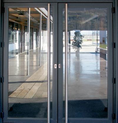 Menuiseries combes sa produits portes d 39 entr e for Porte en aluminium
