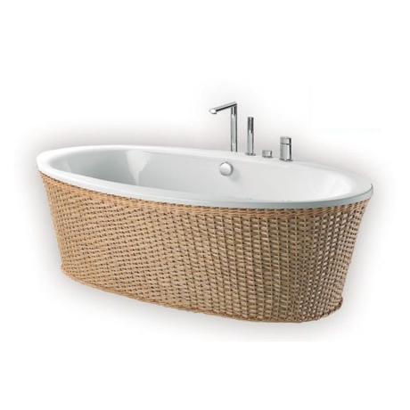 baignoire ilot ovale dans cette salle de bain la baignoire tient le rle principal sa forme. Black Bedroom Furniture Sets. Home Design Ideas
