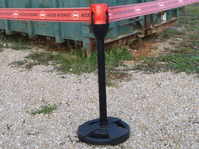 Barrage retractable sur potelet pour usage exterieur bande for Potelet exterieur
