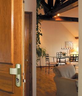 serrure a larder multipoints 5000 a2p trilock. Black Bedroom Furniture Sets. Home Design Ideas