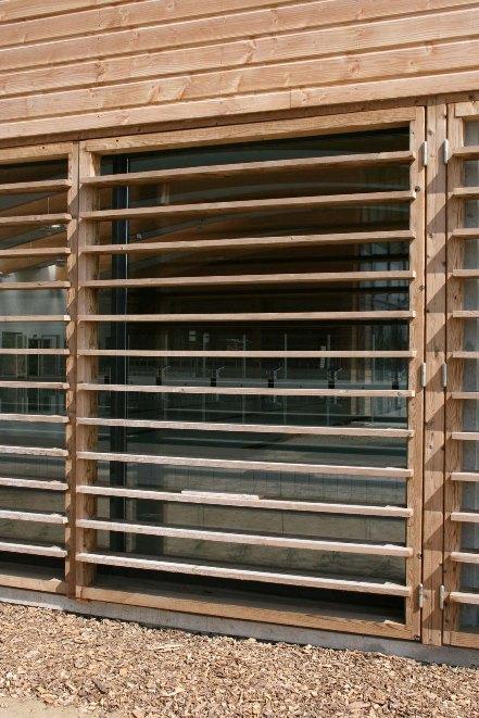 Connu Brise-soleil en bois thermo-traite UG62