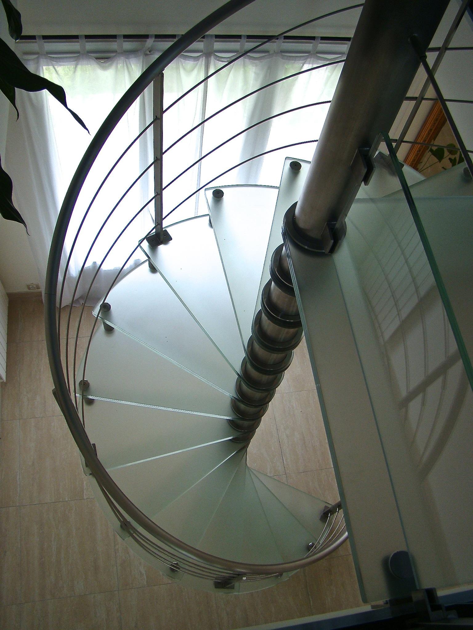 Spiro: escalier colimaçon pivot central