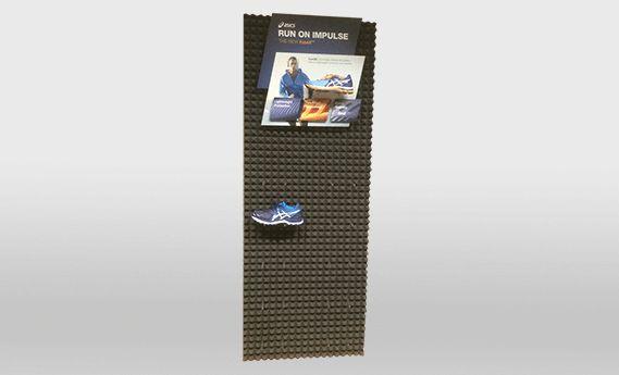 Asics - meuble présentoir - pos factory - en plastique