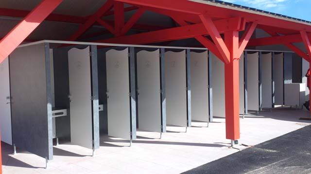 Cloisons sanitaires pour ecole, camping, salle de sport, gamme sur mesure