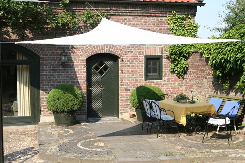 voile ombrage triangulaire 360x360x360 gris clair comparer les prix de voile ombrage. Black Bedroom Furniture Sets. Home Design Ideas