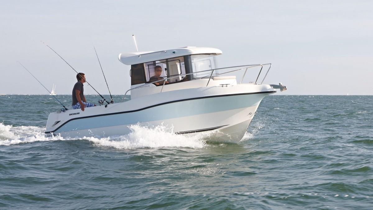 bateaux cruisers captur 690 arvor. Black Bedroom Furniture Sets. Home Design Ideas