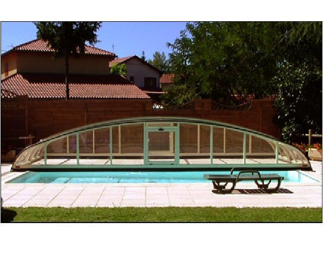 Abris de piscines tous les fournisseurs abri de for Abris de piscine bas