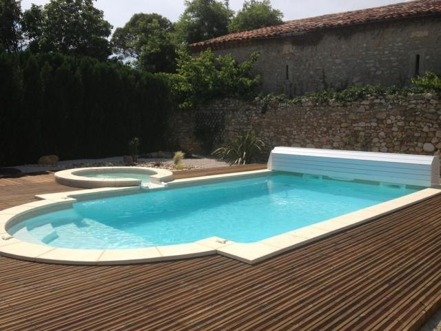 Piscine hors sol debordement interesting volet horssol for Piscine pas cher paris