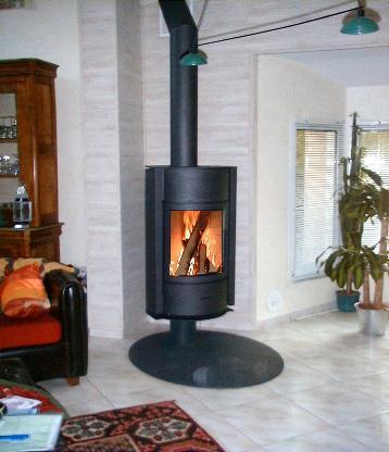 poele a bois stuv 30 sur pied pivotant en acier. Black Bedroom Furniture Sets. Home Design Ideas
