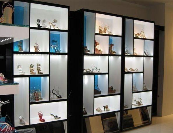 vitrines d 39 exposition etageres en verre feuillete bleu. Black Bedroom Furniture Sets. Home Design Ideas